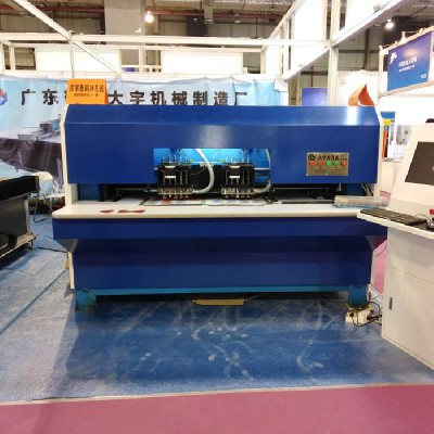 江门皮革打孔机厂家告诉你应该如何正确的使用自动冲孔机